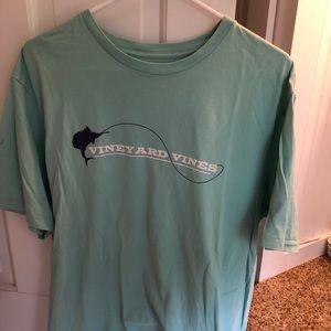 Vineyard Vines L tee shirt